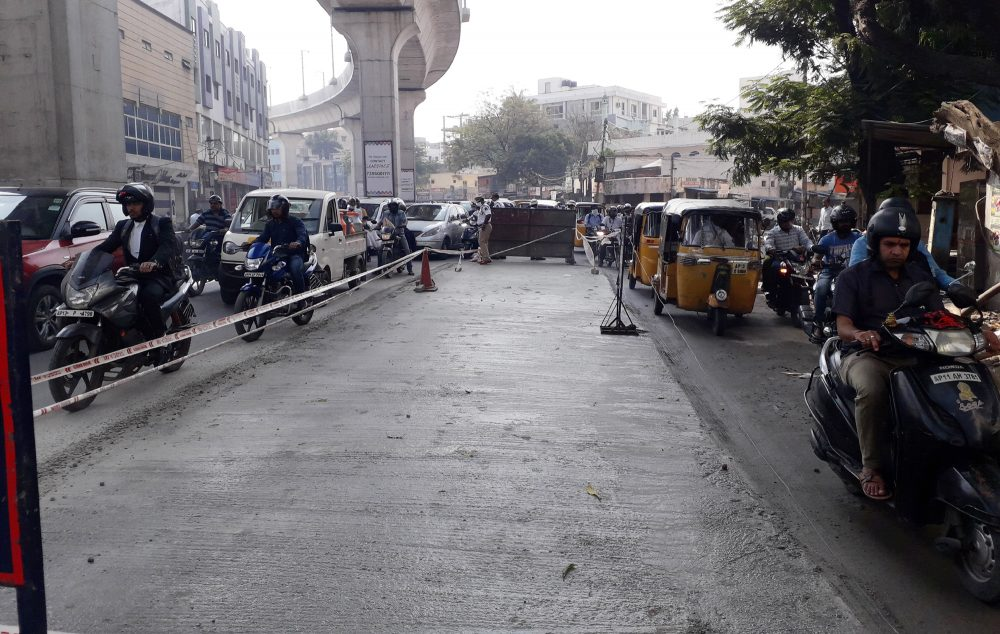 Laying of Cables Create Traffic Jams