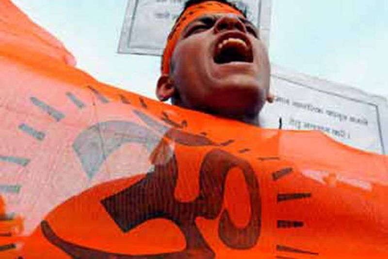 Shun VD celebrations or face wrath, Bajrang Dal warns pubs, hotels in city