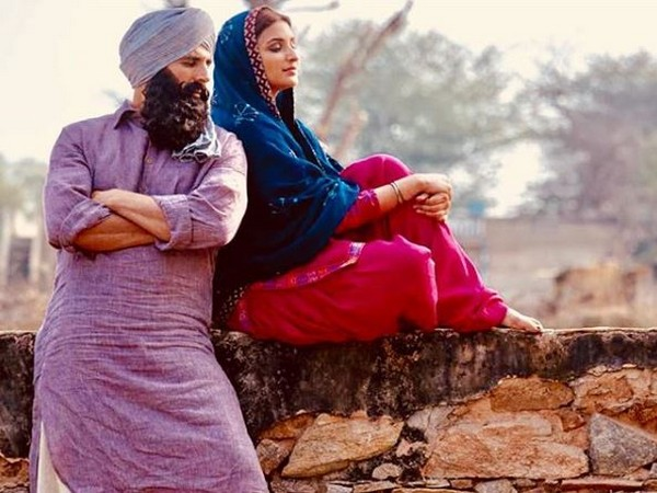 'Kesari': Parineeti Chopra posts throwback photo with Akshay Kumar