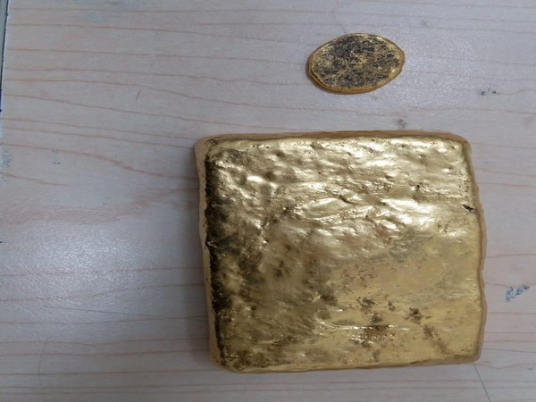 Hyderabad Airport: 1164.90 grams gold seized