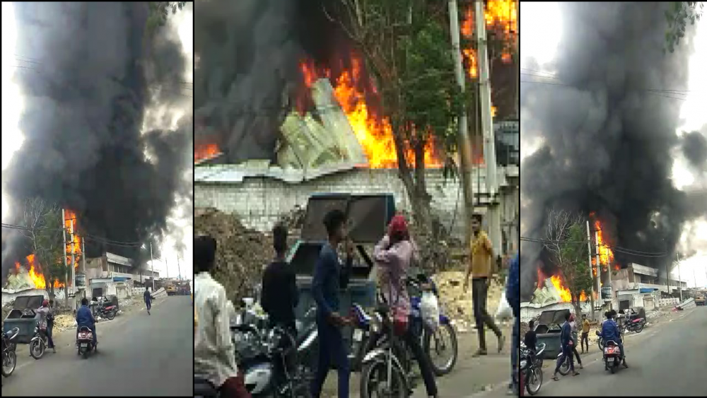 Massive fire breaks out at Furniture shop in karwan
