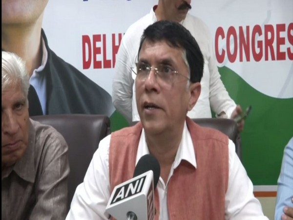 AAP gives ticket to people in exchange for money: Congress